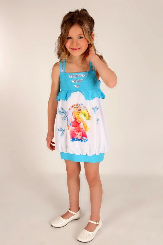 Vestido infantil com formato balonê