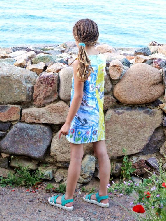 Vestido infantil com formato reto