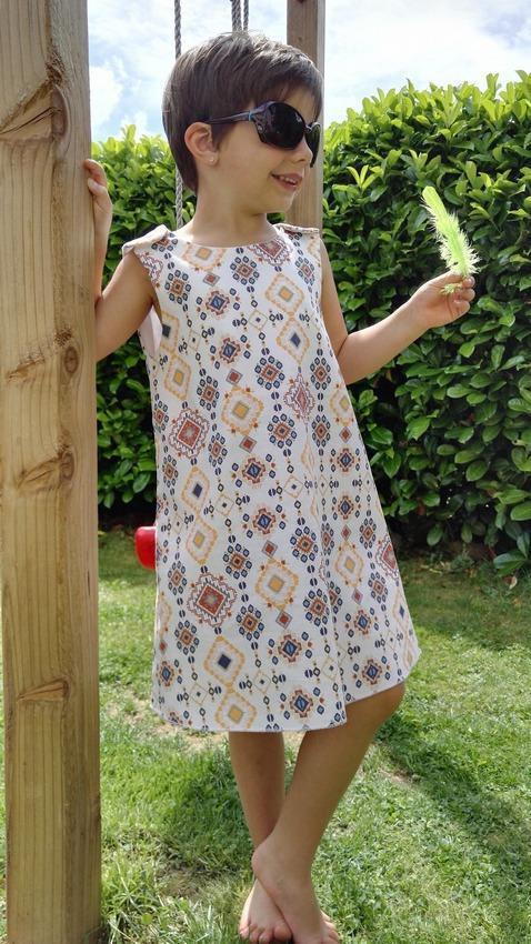 Vestido infantil formato trapézio