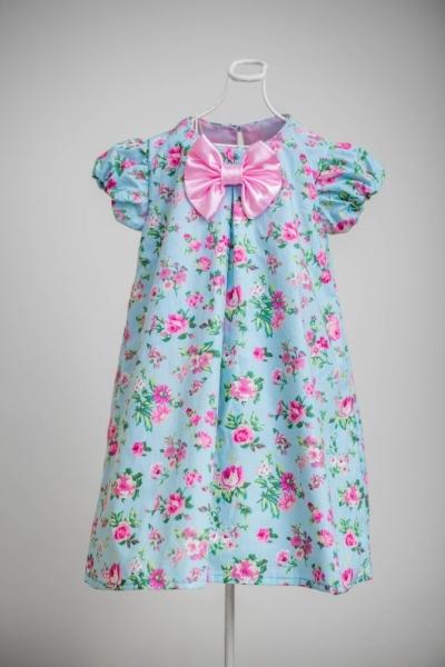 Vestido infantil com formato trapézio